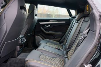 Lamborghini Urus 4.0T FSI V8 5dr Auto - Akrapovic exhaust & Exterior Carbon image 6 thumbnail