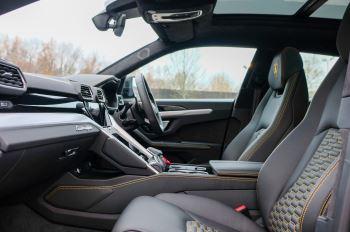 Lamborghini Urus 4.0T FSI V8 5dr Auto - Akrapovic exhaust & Exterior Carbon image 8 thumbnail