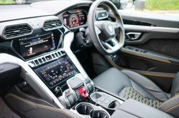 Lamborghini Urus 4.0T FSI V8 5dr Auto - Akrapovic exhaust & Exterior Carbon image 17 thumbnail