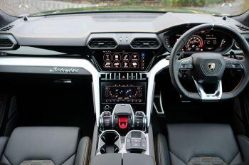 Lamborghini Urus 4.0T FSI V8 5dr Auto - Akrapovic exhaust & Exterior Carbon image 7 thumbnail