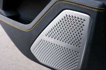 Lamborghini Urus 4.0T FSI V8 5dr Auto - Akrapovic exhaust & Exterior Carbon image 22 thumbnail