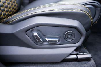 Lamborghini Urus 4.0T FSI V8 5dr Auto - Akrapovic exhaust & Exterior Carbon image 23 thumbnail