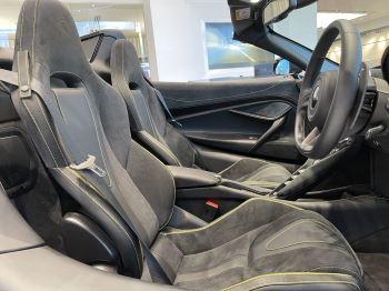 McLaren 720S Spider 4.V8 2 DR PERFORMANCE image 27 thumbnail