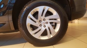 Land Rover Discovery Sport 2.0 D180 R-Dynamic S image 3 thumbnail