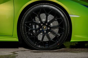 Lamborghini Huracan EVO Spyder 5.2 V10 610 2dr Auto image 9 thumbnail