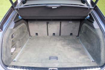 Bentley Bentayga First Edition 4.0 V8  image 10 thumbnail
