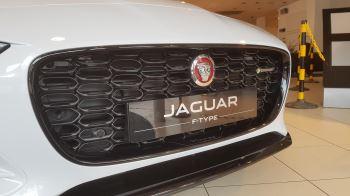 Jaguar F-TYPE 2.0 P300 R-Dynamic image 6 thumbnail