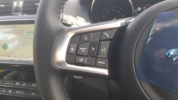Jaguar F-PACE 2.0d R-Sport AWD image 17 thumbnail