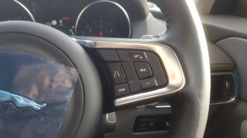 Jaguar F-PACE 2.0d R-Sport AWD image 18 thumbnail