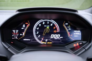 Lamborghini Huracan EVO Coupe image 17 thumbnail