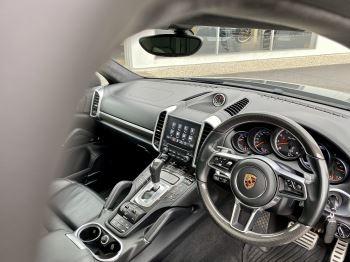 Porsche Cayenne Turbo 5dr Tiptronic S image 10 thumbnail