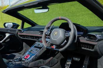 Lamborghini Huracan Performante Spyder 5.2 V10 AWD image 12 thumbnail