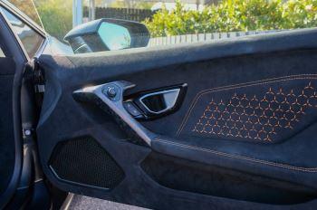 Lamborghini Huracan Performante LP 640-4 2dr LDF - Carbon Ceramic Brakes - Carbon Fiber Features - Comfort Seats image 13 thumbnail