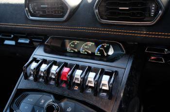 Lamborghini Huracan Performante LP 640-4 2dr LDF - Carbon Ceramic Brakes - Carbon Fiber Features - Comfort Seats image 16 thumbnail