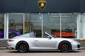 Porsche 911 TARGA 4 GTS - PDK - SPORT DESIGN PACKAGE - GTS INTERIOR PACKAGE image 3 thumbnail