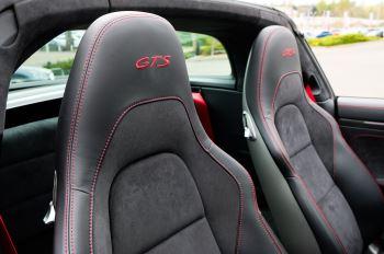 Porsche 911 TARGA 4 GTS - PDK - SPORT DESIGN PACKAGE - GTS INTERIOR PACKAGE image 14 thumbnail