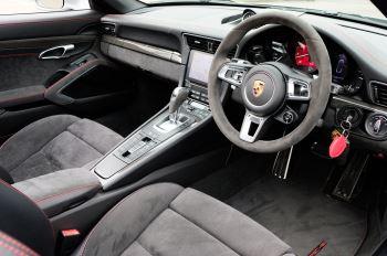 Porsche 911 TARGA 4 GTS - PDK - SPORT DESIGN PACKAGE - GTS INTERIOR PACKAGE image 15 thumbnail