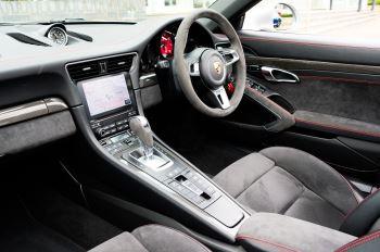 Porsche 911 TARGA 4 GTS - PDK - SPORT DESIGN PACKAGE - GTS INTERIOR PACKAGE image 20 thumbnail