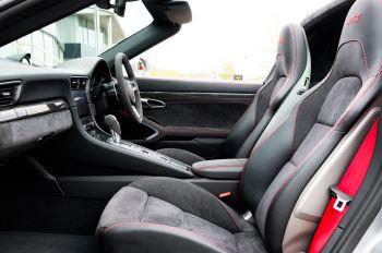Porsche 911 TARGA 4 GTS - PDK - SPORT DESIGN PACKAGE - GTS INTERIOR PACKAGE image 21 thumbnail