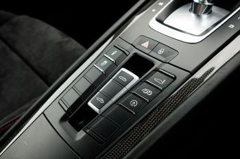 Porsche 911 TARGA 4 GTS - PDK - SPORT DESIGN PACKAGE - GTS INTERIOR PACKAGE image 31 thumbnail
