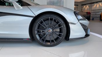 McLaren 570S Coupe V8 2dr SSG image 2 thumbnail
