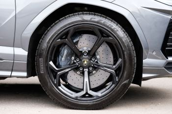 Lamborghini Urus 4.0T FSI V8 5dr image 9 thumbnail
