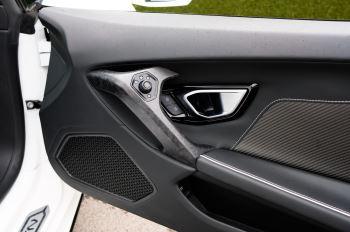 Lamborghini Huracan EVO Spyder LP 610-4 2dr LDF image 13 thumbnail