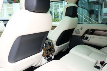 Land Rover Range Rover 3.0 SDV6 Vogue SE - Panoramic Roof - Privacy Glass - 21 inch Alloys image 17 thumbnail