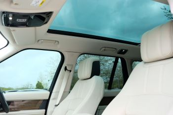 Land Rover Range Rover 3.0 SDV6 Vogue SE - Panoramic Roof - Privacy Glass - 21 inch Alloys image 20 thumbnail
