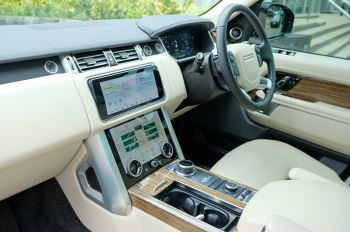 Land Rover Range Rover 3.0 SDV6 Vogue SE - Panoramic Roof - Privacy Glass - 21 inch Alloys image 21 thumbnail