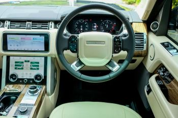 Land Rover Range Rover 3.0 SDV6 Vogue SE - Panoramic Roof - Privacy Glass - 21 inch Alloys image 22 thumbnail