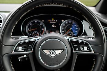 Bentley Bentayga 4.0 V8 5dr - Mulliner Driving Specification with 22 Inch Five Spoke Direction Alloys  image 15 thumbnail
