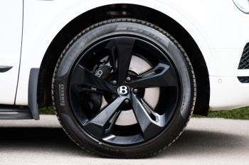 Bentley Bentayga 4.0 V8 5dr - Mulliner Driving Specification with 22 Inch Five Spoke Direction Alloys  image 8 thumbnail
