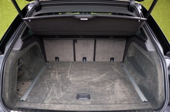 Bentley Bentayga 4.0 V8 - Mulliner Driving Specification for Black Specification image 10 thumbnail