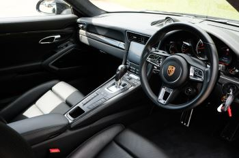 Porsche 911 PDK - Carbon interior package - Privacy Glass - 20 inch Sport Classic wheels image 9 thumbnail