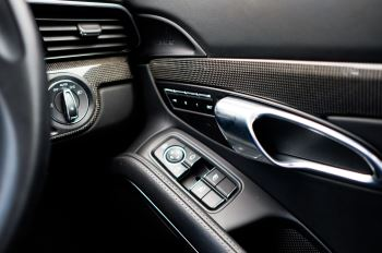 Porsche 911 PDK - Carbon interior package - Privacy Glass - 20 inch Sport Classic wheels image 16 thumbnail
