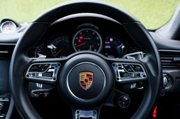 Porsche 911 PDK - Carbon interior package - Privacy Glass - 20 inch Sport Classic wheels image 21 thumbnail