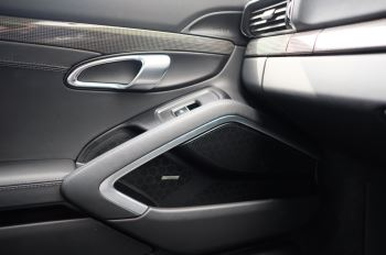 Porsche 911 PDK - Carbon interior package - Privacy Glass - 20 inch Sport Classic wheels image 28 thumbnail