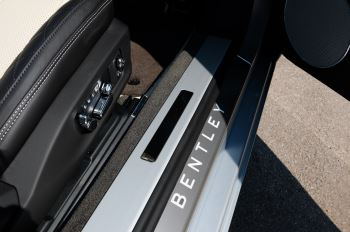 Bentley Continental GTC 4.0 V8 - Mulliner Driving Specification and Blackline Specification with 22 Inch Alloys image 20 thumbnail