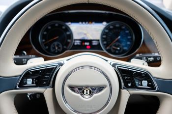 Bentley Bentayga 4.0 V8 - Mulliner Driving Specification with 22 Inch Directional - Black Painted and Polished Alloys image 16 thumbnail