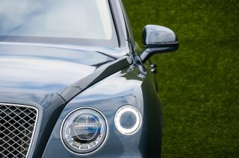 Bentley Bentayga 4.0 V8 5dr - Mulliner Driving Specification - City & Tour Specification image 6 thumbnail