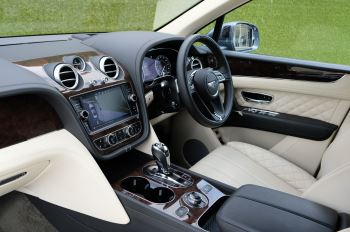 Bentley Bentayga 4.0 V8 5dr - Mulliner Driving Specification - City & Tour Specification image 12 thumbnail