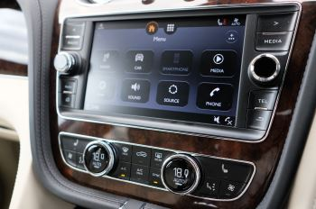 Bentley Bentayga 4.0 V8 5dr - Mulliner Driving Specification - City & Tour Specification image 22 thumbnail