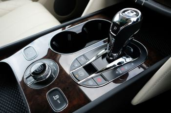 Bentley Bentayga 4.0 V8 5dr - Mulliner Driving Specification - City & Tour Specification image 23 thumbnail