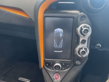 McLaren 720S Spider V8 2 DR PERFORMANCE VERY RARE COLOUR AND FULL CAR PPF image 17 thumbnail