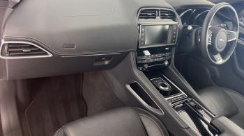 Jaguar F-PACE 2.0d R-Sport AWD - Sliding Panoramic Roof - Rear View Camera image 10 thumbnail
