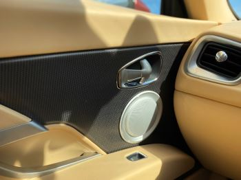 Aston Martin DB11 V12 Launch Edition Coupe. Bang & Olufsen Beosound Audio. Black brake calipers. Ventilated Seats image 32 thumbnail
