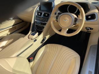 Aston Martin DB11 V12 Launch Edition Coupe. Bang & Olufsen Beosound Audio. Black brake calipers. Ventilated Seats image 18 thumbnail