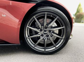 Aston Martin DB11 V12 Launch Edition Coupe. Bang & Olufsen Beosound Audio. Black brake calipers. Ventilated Seats image 11 thumbnail